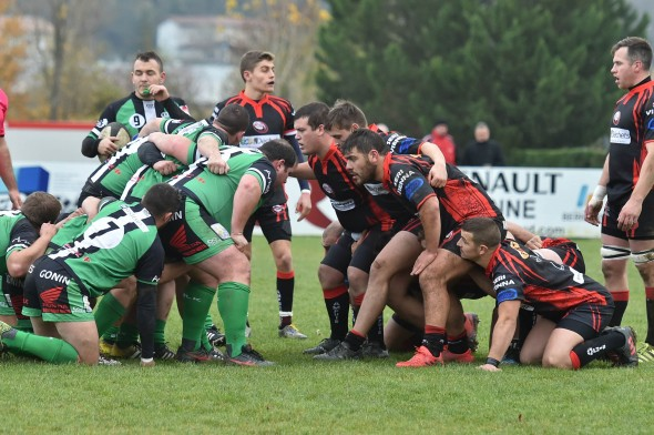Ampuis bat RC Vallons de la tour 20-9 (13-9)